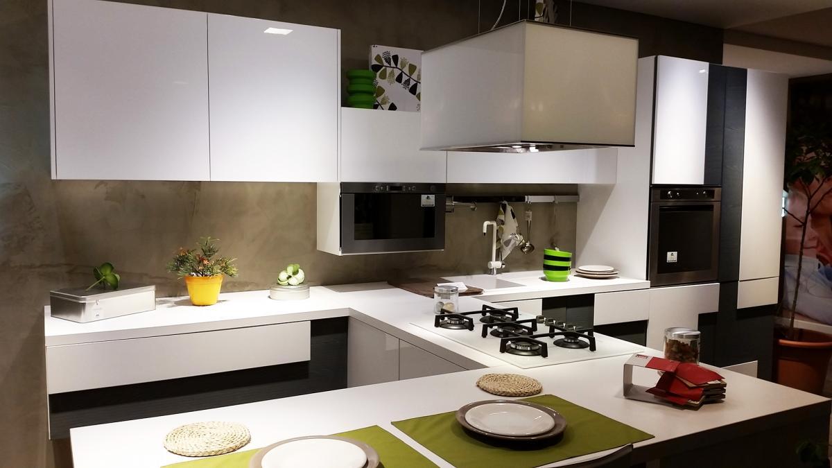 Saldi cucina lube impiallacciata laccato modello for Arredamenti perego