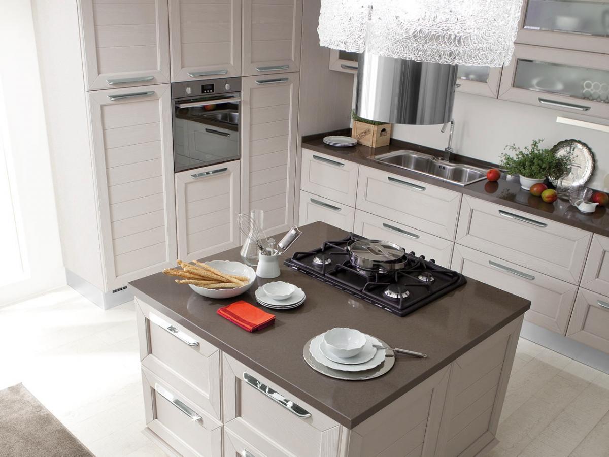 Claudia - Cucina classica Lube by Cascella